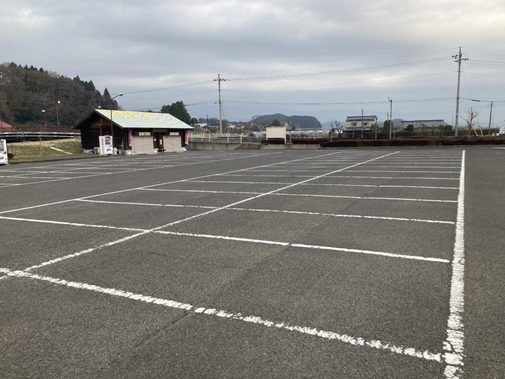 幌馬車くんと行く軽キャンピングトレーラー車中泊で矢坂城の湯温泉の第一駐車場朝の風景