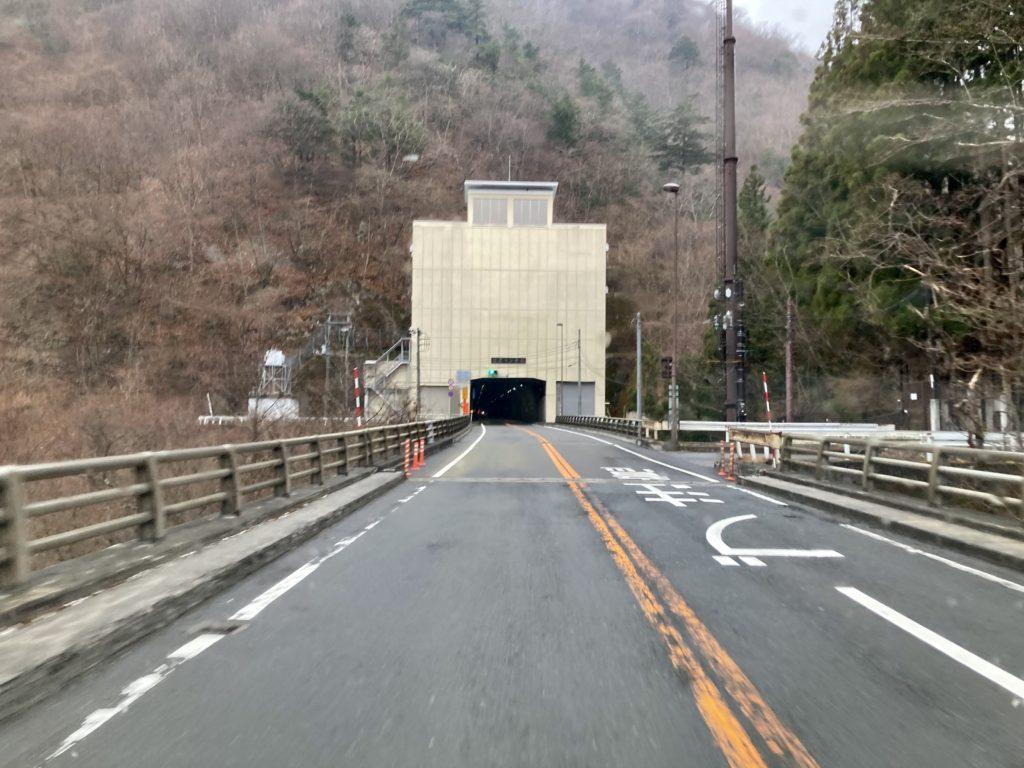 幌馬車くんと行く軽キャンピングトレーラー車中泊で3月下旬の日足トンネル(残雪は無し)