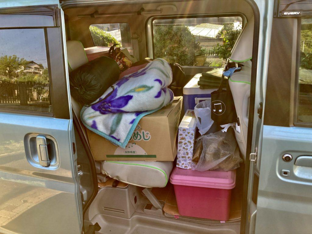 碓氷峠の日帰り温泉施設「峠の湯」「くつろぎの郷」コテージ泊・エブリィワゴンで車中泊 二列目の荷物