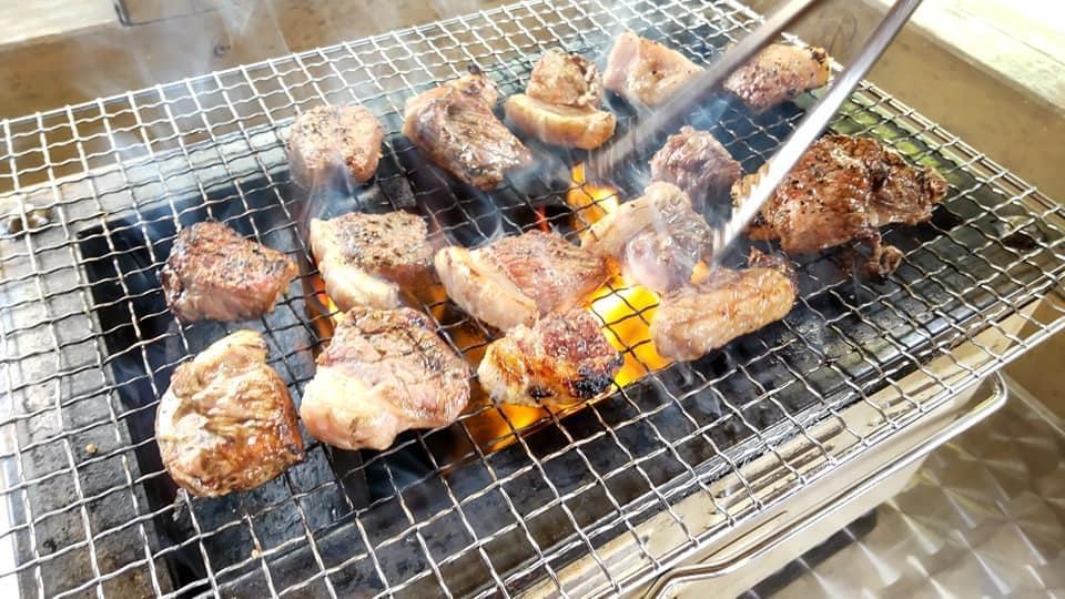 碓氷峠の「くつろぎの郷」東屋(四阿)の時間レンタルでバーベキュー猪肉