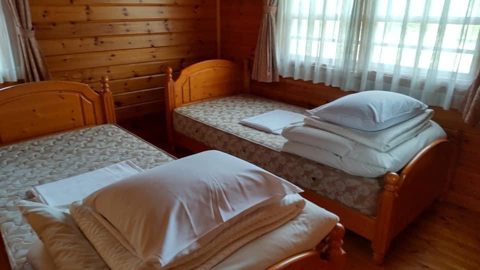 碓氷峠の「くつろぎの郷」コテージ泊の霧積の寝室