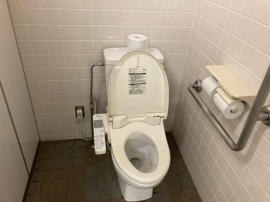 道の駅「うみてらす名立」のトイレの便座 ウオシュレット付き