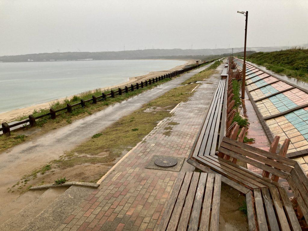 道の駅「とぎ海街道」にある世界一長いベンチ