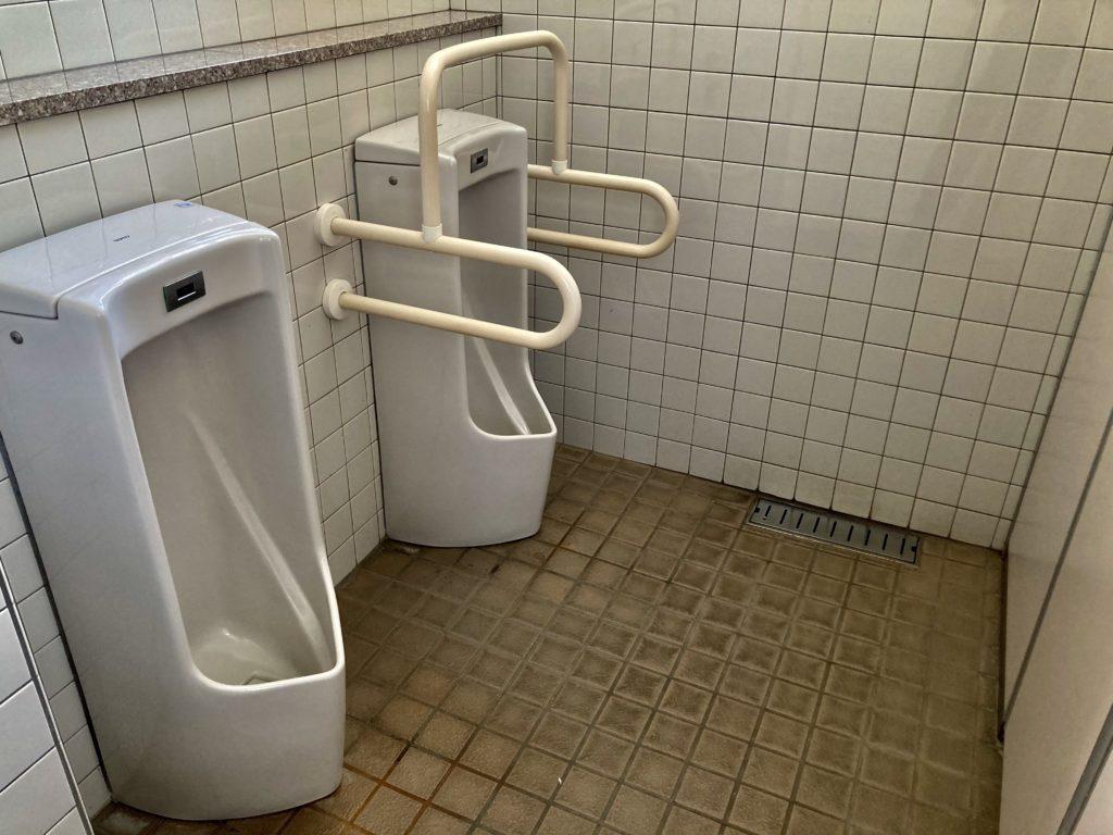 碓氷峠の森公園交流館「峠の湯」車中泊で使える24時間利用可能なトイレ(男性側)
