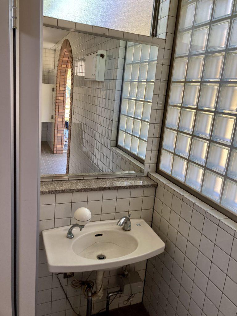 碓氷峠の森公園交流館「峠の湯」車中泊で使える24時間利用可能なトイレの洗面