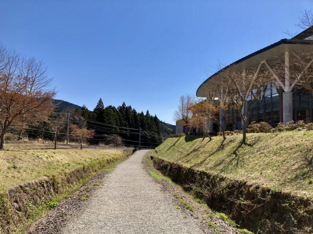 碓氷峠の森公園交流館「峠の湯」から鉄道文化むらまでのアプトの道ハイキング出発地点