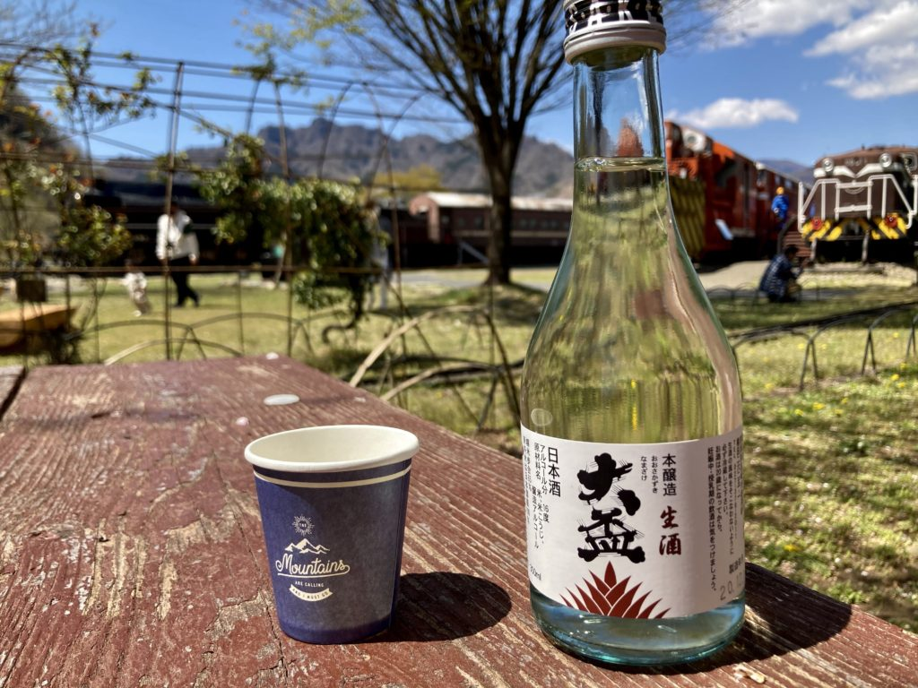 鉄道文化むらの屋台のもつ煮と花見酒