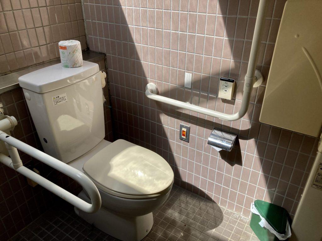く碓氷峠の森公園交流館「峠の湯」車中泊で使える24時間利用可能なトイレ(便座)