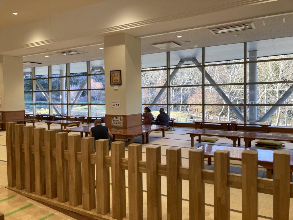 碓氷峠の森公園交流館「峠の湯」で日帰り温泉利用とレストランでビールと日本酒後に車中泊でレストランのお座敷