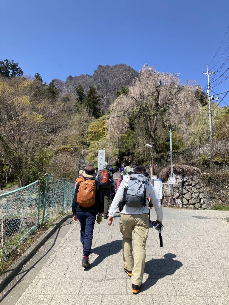 幌馬車くんで行く道の駅「みょうぎ」と妙義神社の入口