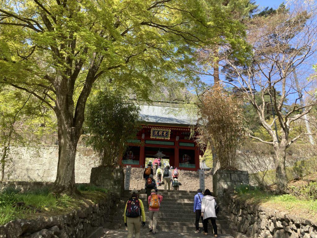 幌馬車くんで行く道の駅「みょうぎ」と妙義神社の高影院の門