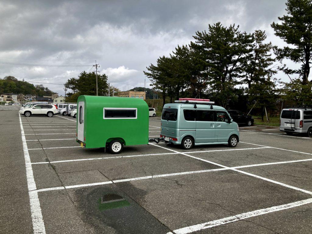 幌馬車くんの軽キャンピングトレーラーで行く輪島朝一の駐車場