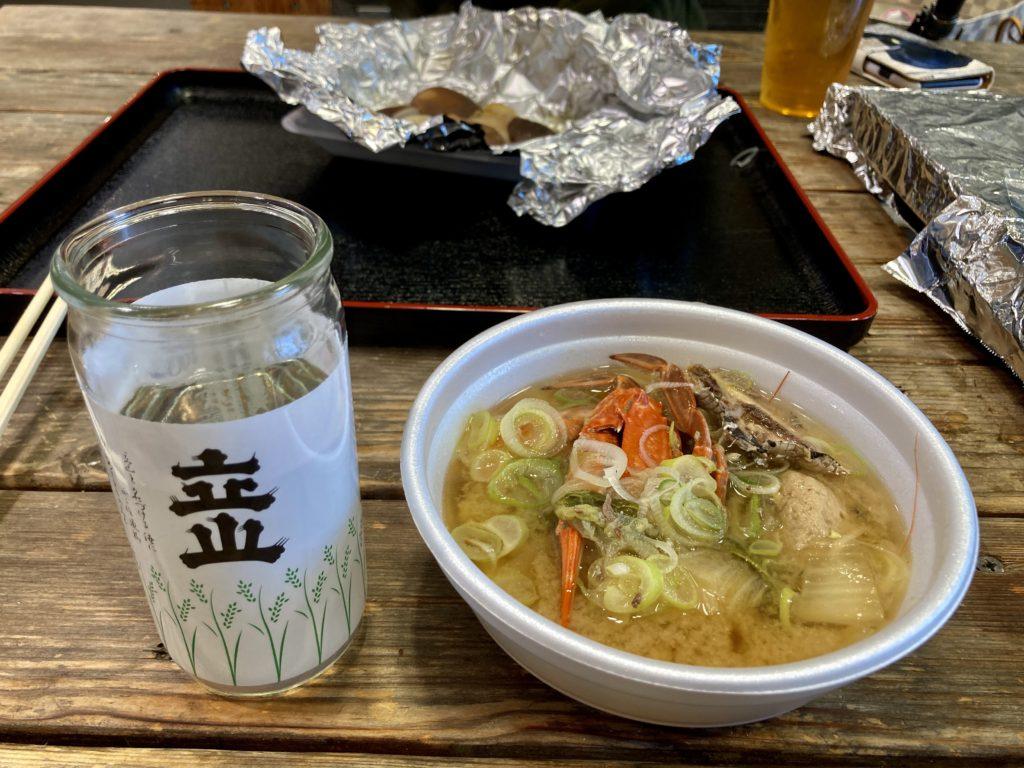 道の駅「氷見番屋街」浜焼き屋台のかぶすやの日本酒の立山とかぶす汁