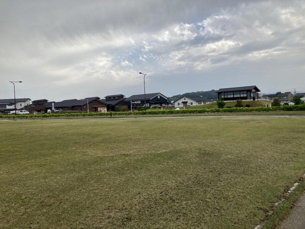 道の駅「氷見番屋街」の裏の広場の比美乃江公園 南駐車場