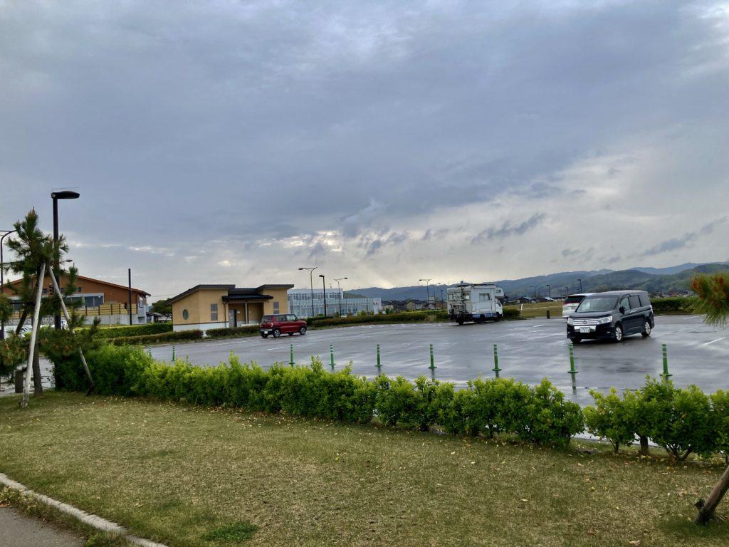 道の駅「氷見番屋街」の裏の広場の比美乃江公園 南駐車場の東屋