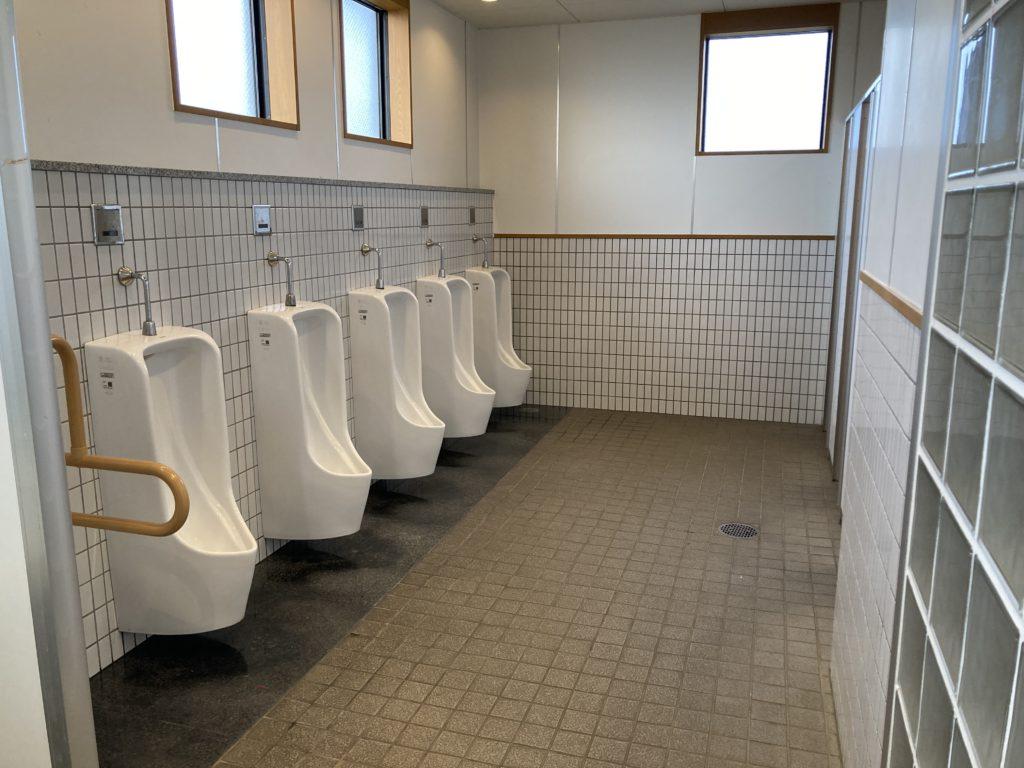 道の駅「氷見番屋街」の24時間トイレの男子トイレ