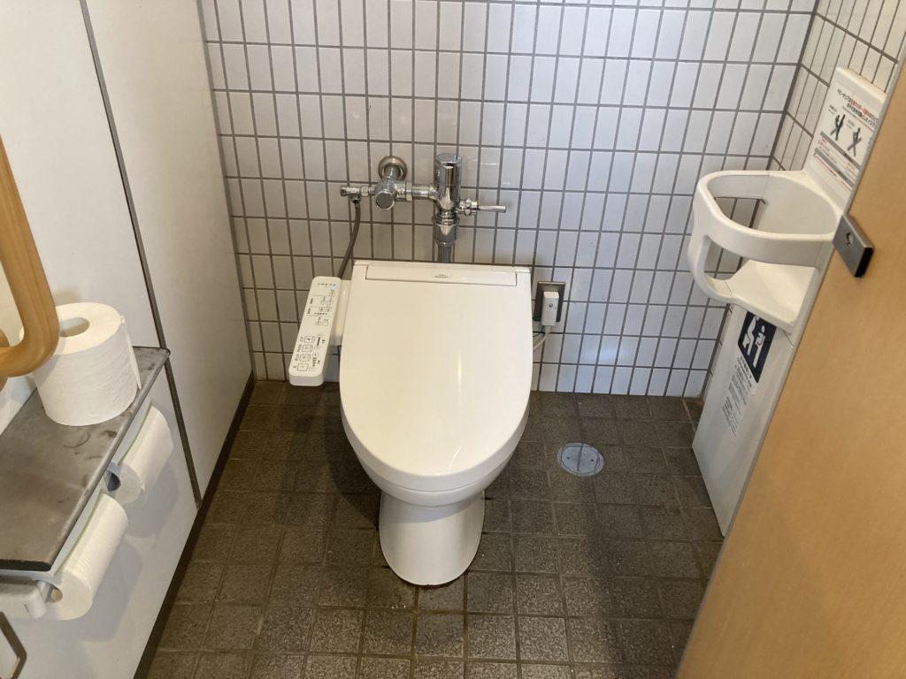 道の駅「氷見番屋街」の24時間トイレの便座はウオシュレット付き