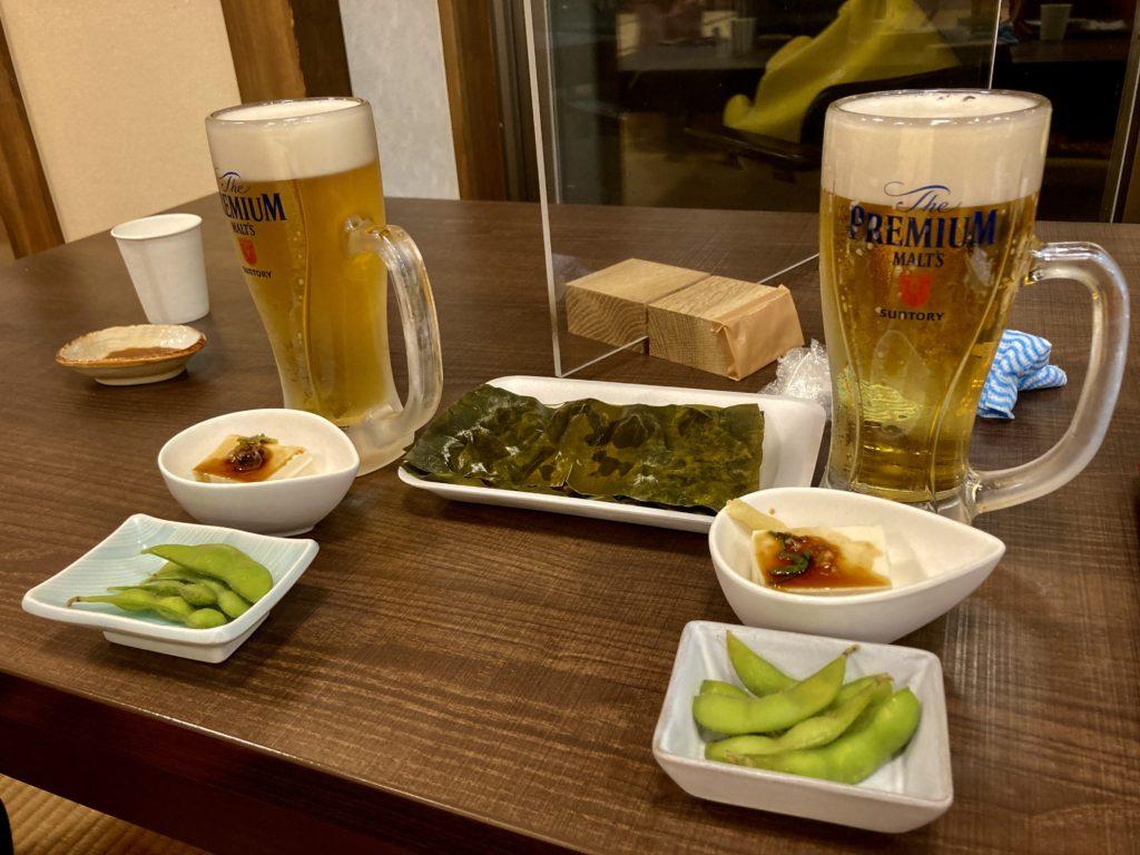 道の駅「氷見番屋街」車中泊での日帰り温泉施設の総湯のレストランの生ビールセット