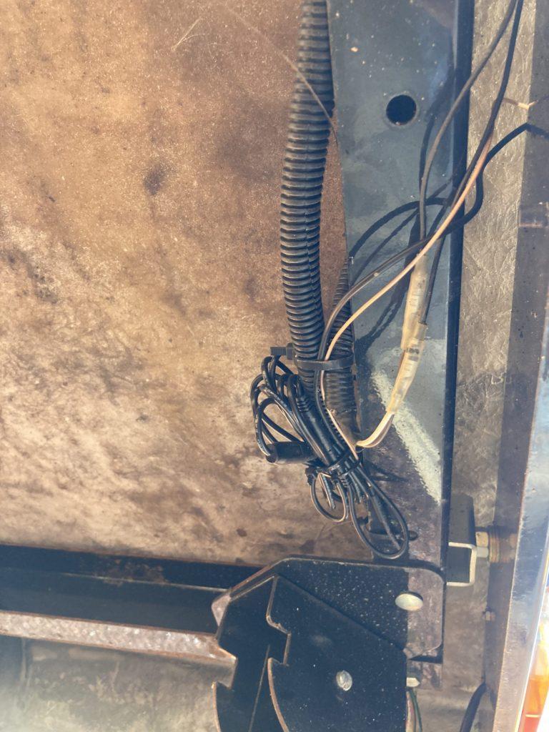 Vanfare V-03 5インチワイヤレスバックモニターの防水処理の加工前