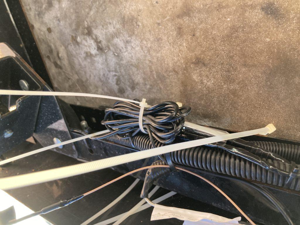Vanfare V-03 5インチワイヤレスバックモニターの防水処理の固定でタイラップ