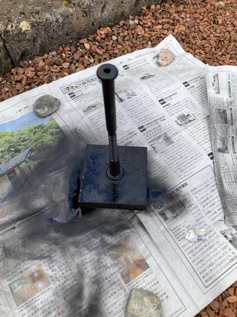 キャンピングトレーラーを支える床束の塗装