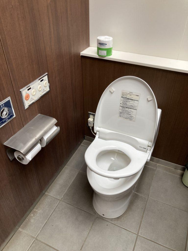 道の駅「川場田園プラザ」第一駐車場の付近のトイレはウオシュレット付き