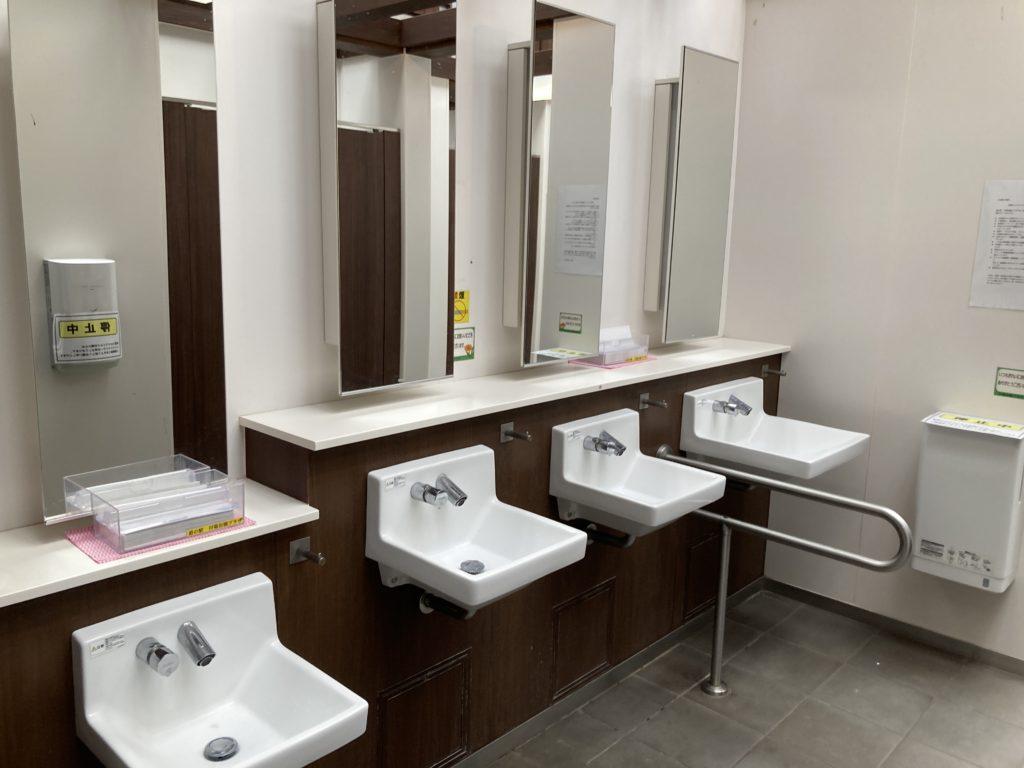 道の駅「川場田園プラザ」第一駐車場の付近のトイレ