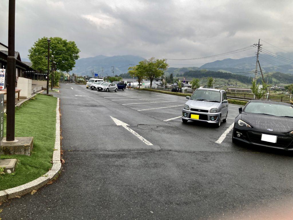 道の駅「川場田園プラザ」第一駐車場の風景