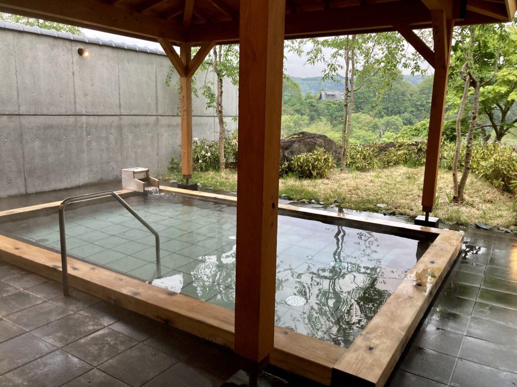 道の駅「川場田園プラザ」の日帰り温泉施設「楽々の湯」露天風呂