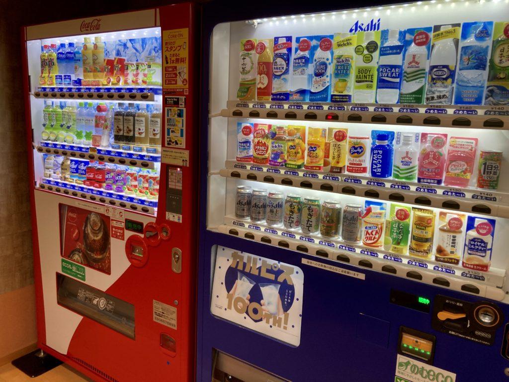 道の駅「川場田園プラザ」の日帰り温泉施設「楽々の湯」自動販売機