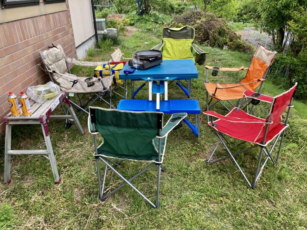 家のバーベキューのタープとテーブル、椅子
