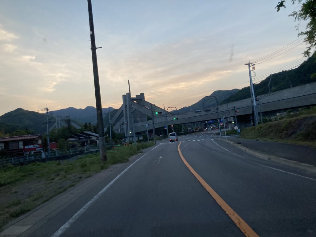 道の駅「あがつま峡」幌馬車くんの軽キャンピングトレーラー車中泊の県道145号道中