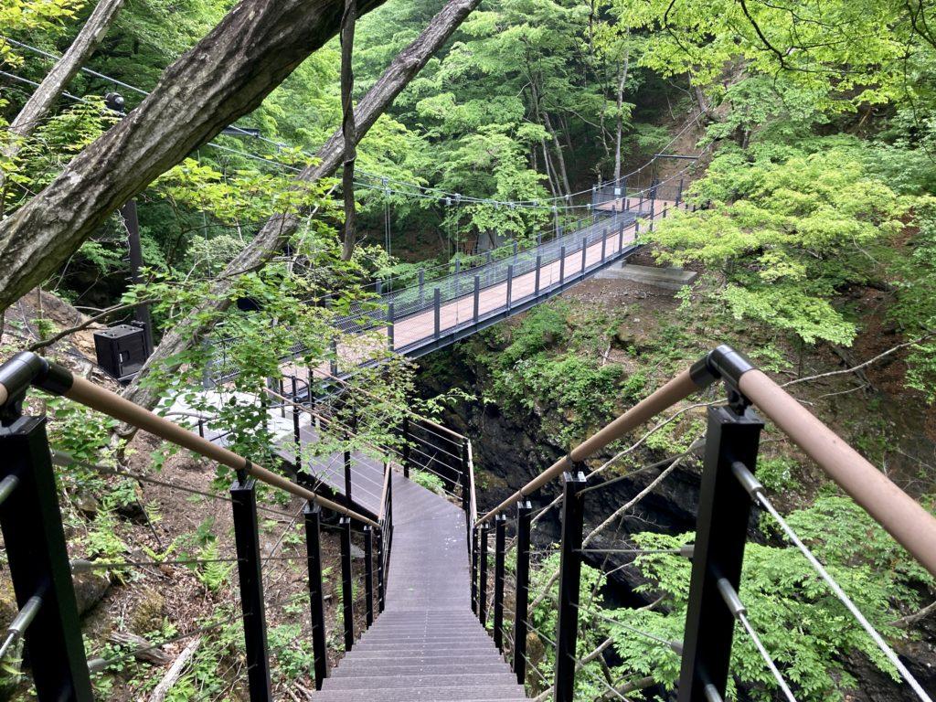 道の駅「あがつま峡」から八ッ場(やんば)ダムへの周遊ウオーキングの紅葉台の吊り橋