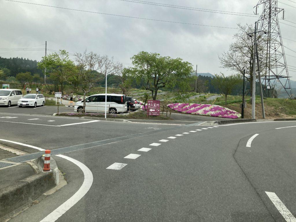 道の駅「中山盆地」の入口付近