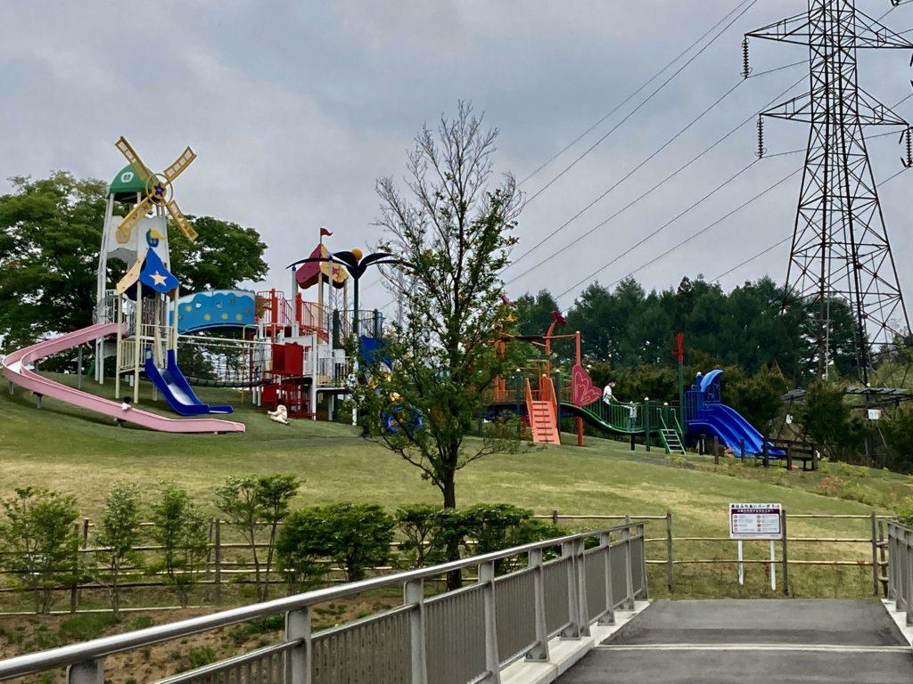 道の駅「中山盆地」高山ふれあいパークの遊具