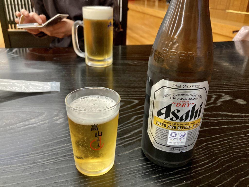 道の駅「中山盆地」の日帰り温泉施設「ふれあいプラザ」レストランでビール