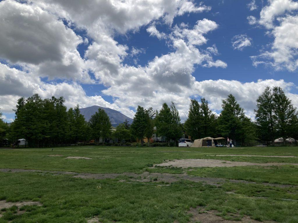 北軽井沢スウィートグラスの軽キャンピングトレーラのキャンプの浅間ビューサイトの風景