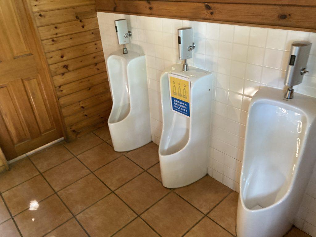 北軽井沢スウィートグラスのトイレ棟はカントリー調