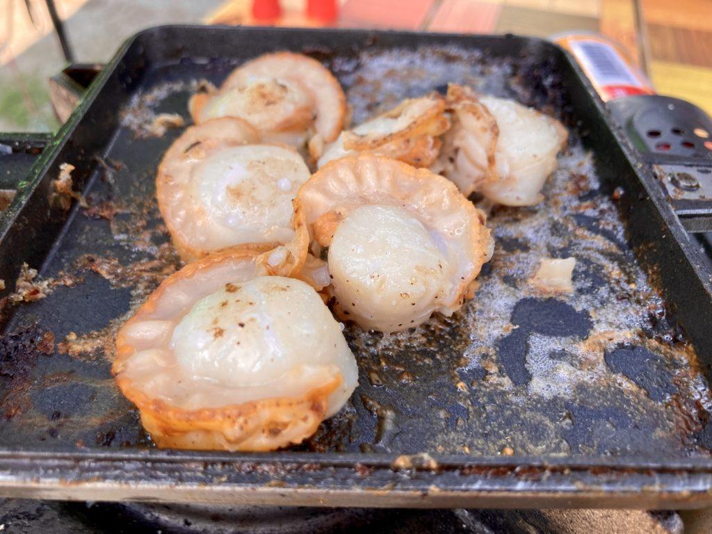 北軽井沢スウィートグラスでバウルーのホットサンドメーカー料理でホタテ焼き