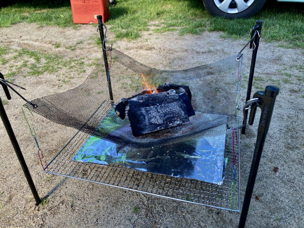 自作の焚火台でバーベキュー開始