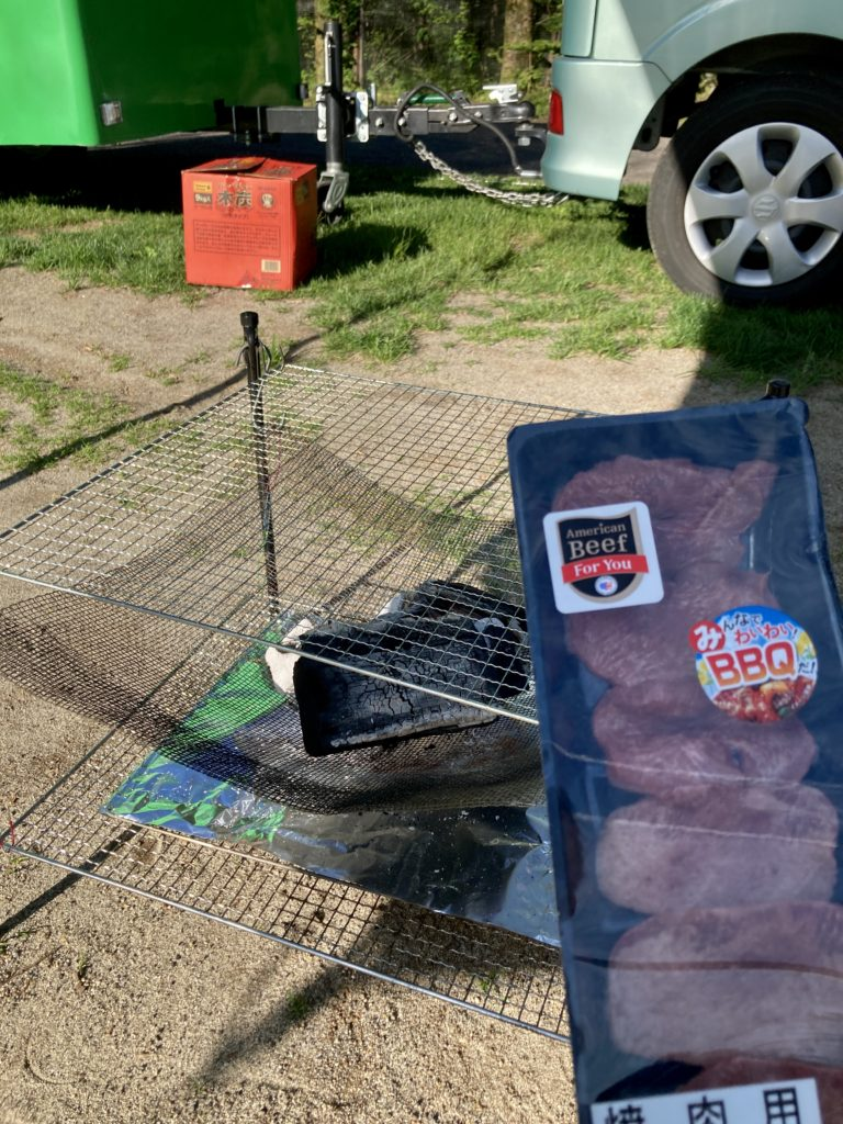 自作の焚火台でバーベキューの牛タン焼き