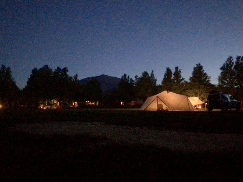 幌馬車くんと行く北軽井沢スウィートグラスの軽キャンピングトレーラのキャンプの夜