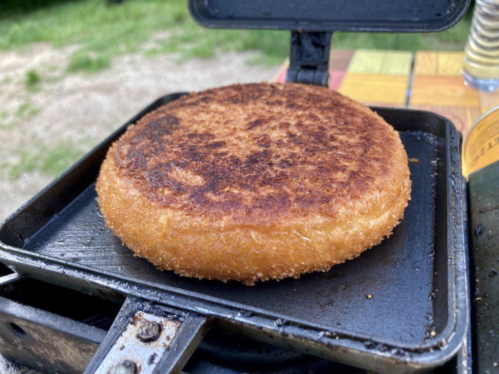 北軽井沢スウィートグラスでバウルーのホットサンドメーカー料理でカレーパンを焼いてみた