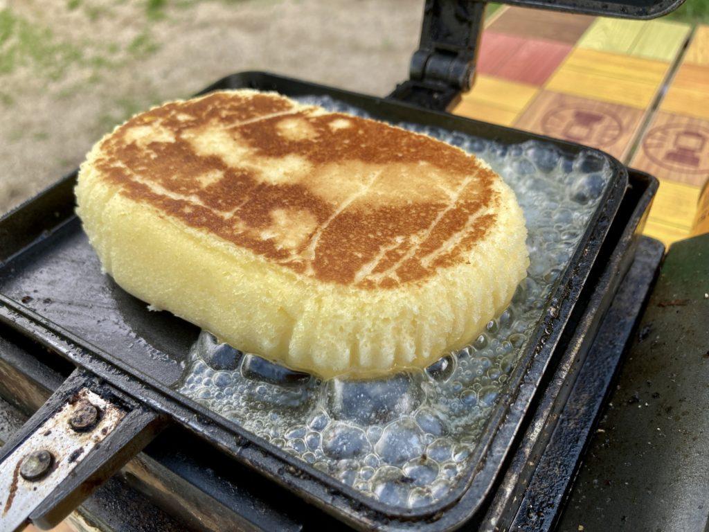 北軽井沢スウィートグラスでバウルーのホットサンドメーカー料理でチーズ蒸しパンを焼いてみた