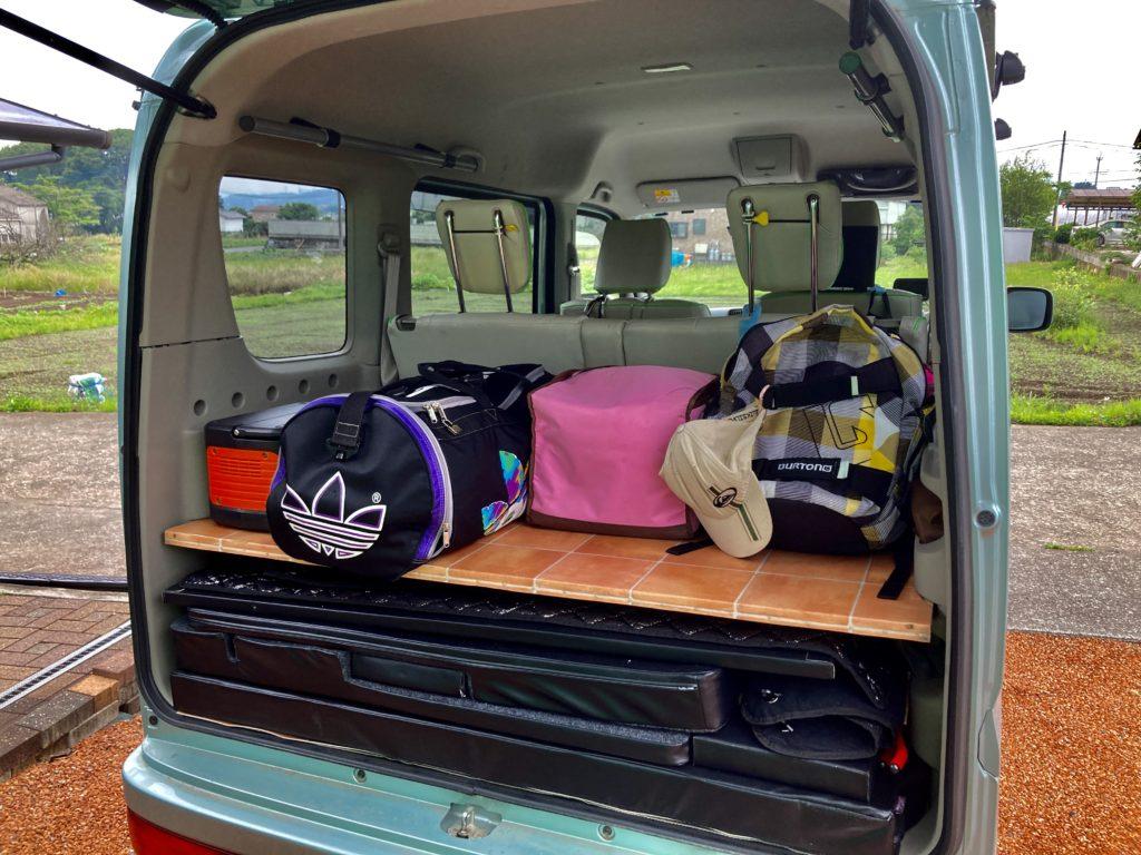 幌馬車くんと行く道の駅「よしおか温泉」の軽キャンピングトレーラ車中泊のエブリィワゴンの荷物