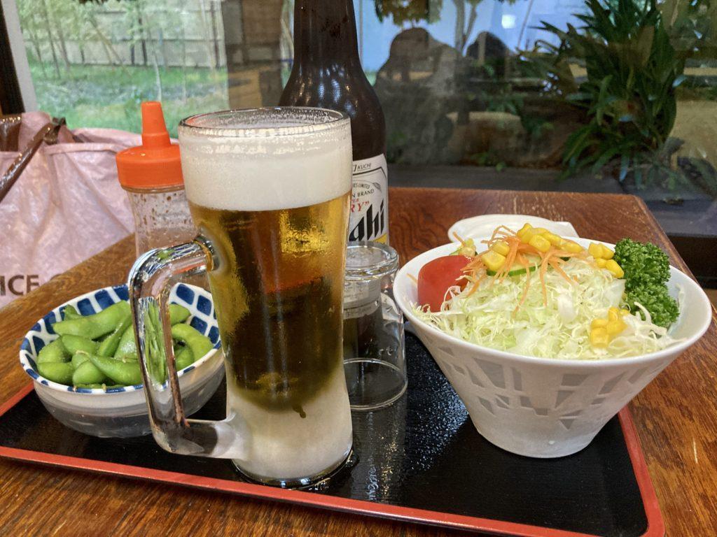 道の駅「よしおか温泉」の日帰り温泉施設のリバートピア吉岡のレストラン和(なごみ)のビールとおつまみ