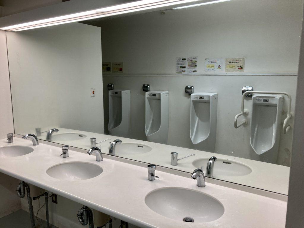 道の駅「よしおか温泉」のトイレ棟の洗面