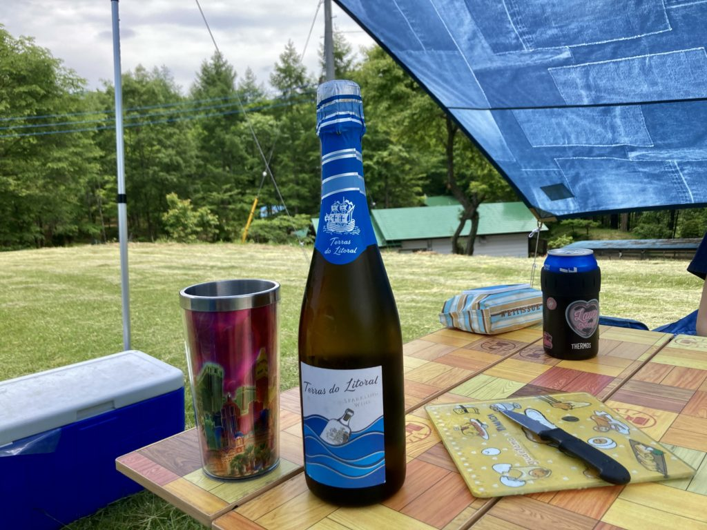 北軽井沢オートキャンプ場「きたかる」の乾杯はスパークリングワイン