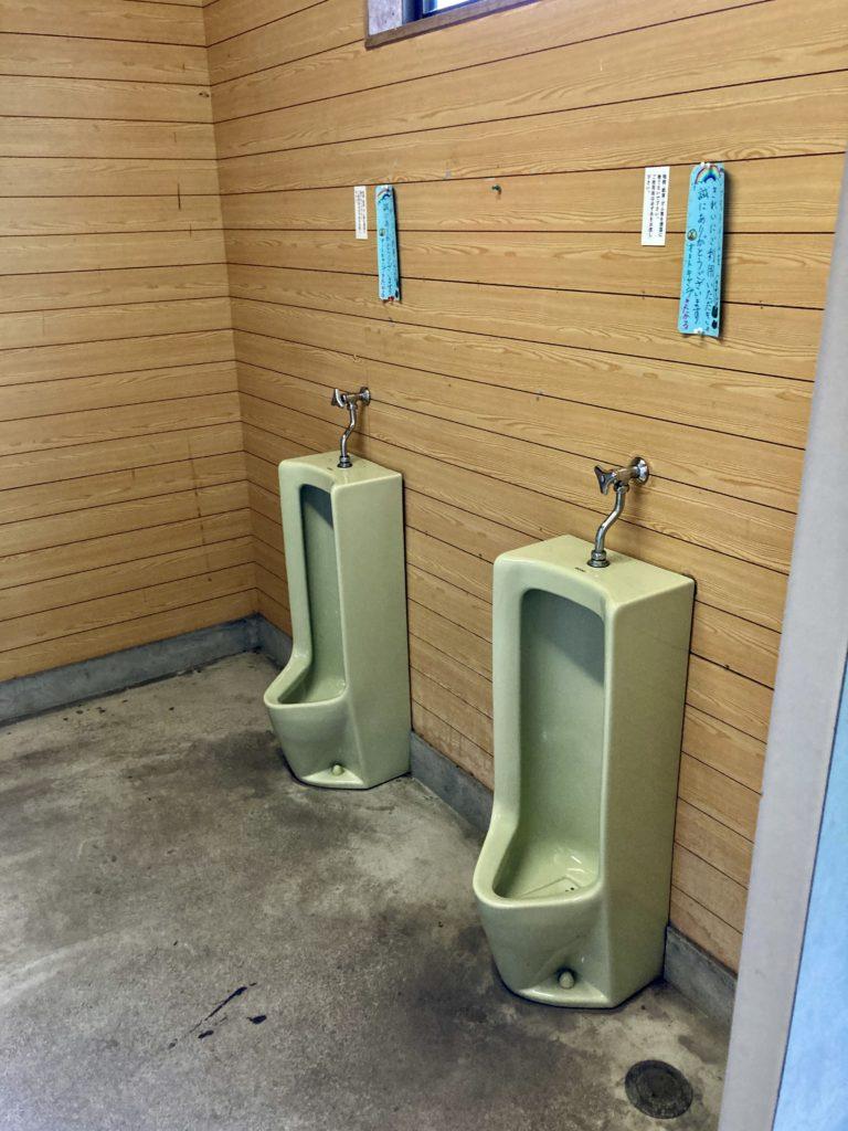 北軽井沢オートキャンプ場「きたかる」の男子トイレ
