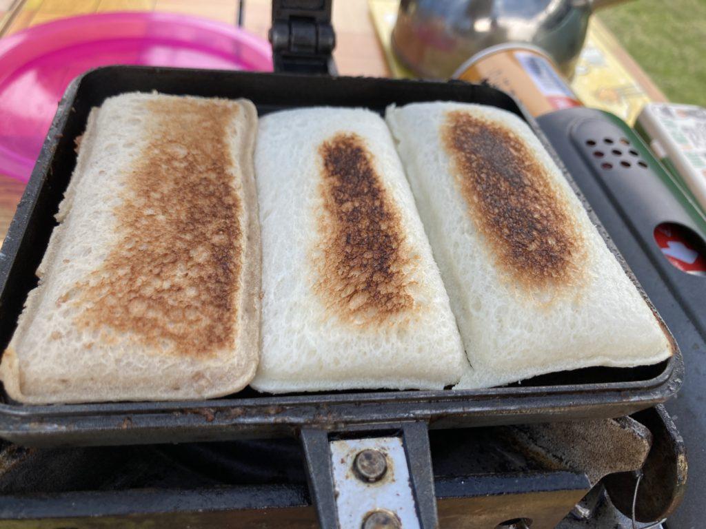 バウルーで作るホットサンドメーカーの変わり種料理でランチパックを焼く